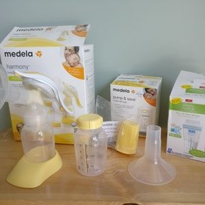 Medela manual pump and breast milk bags bundle